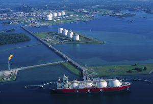 LNG tanker oil gas industry sea