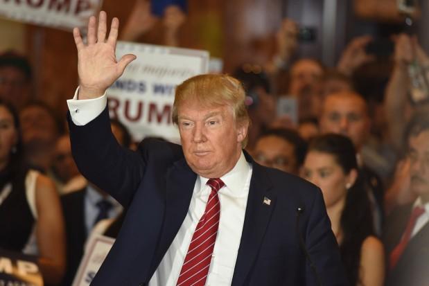 Donald-Trump-Waving-New-York-Politics_News
