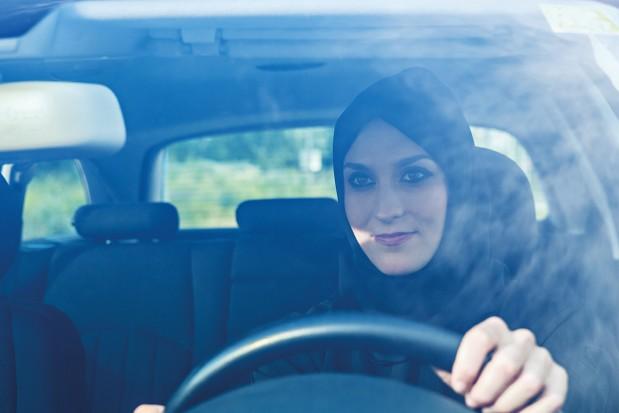 Woman-Driving-Car-Arabic-Hijab_News